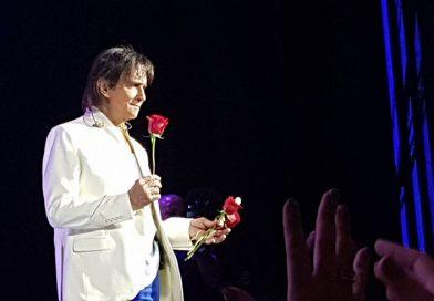 """""""Queria ter uma banda só de mulheres"""", revela Roberto Carlos no show """"Só para mulheres"""" no Espaço da Américas"""