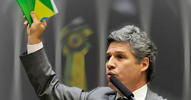 Agrotóxicos banidos no mundo ainda chegam à mesa dos brasileiros
